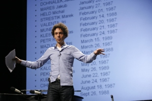 Pop!Tech 2008 - Malcolm Gladwell. Pop!Tech on Flikr. https://www.flickr.com/photos/poptech2006/2966504671